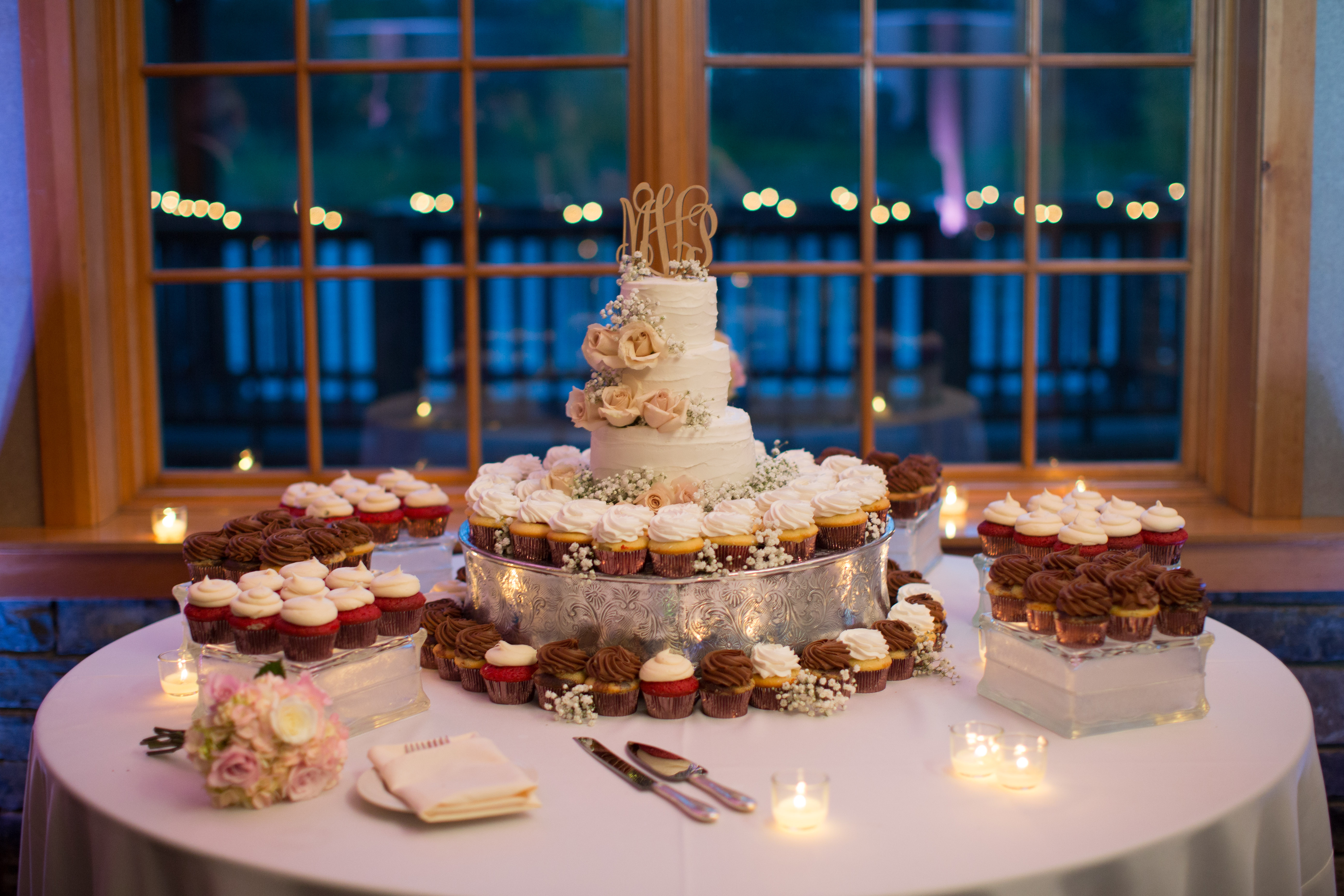 wedding cakes cupcakes cookies and other treats wedding cakes pastries and more east. Black Bedroom Furniture Sets. Home Design Ideas